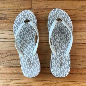 MK flip flops size 10
